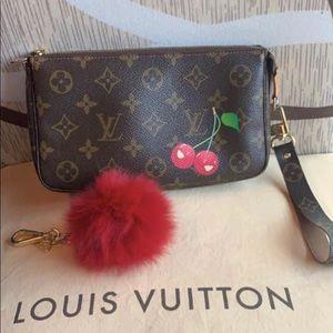 😻Firm Louis Vuitton cherises pochette  w strap 😍